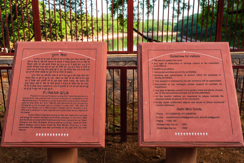 Delhi,,India, ,04/27/2019:,Cemented,Boards,With,Tourist,Information,Inscribed